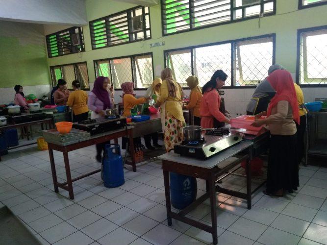 Pelatihan Memasak Warga Kelurahan Pandean, Wujud Dukungan Peningkatan SDM
